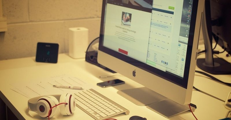 creative-apple-desk-office-large